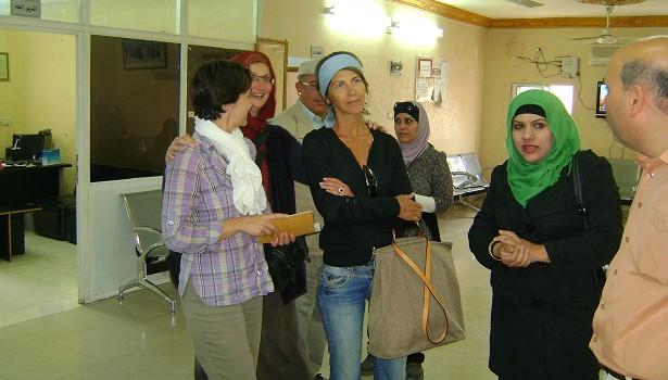 وفد من السفارة الفرنسية والحديقة النباتية الملكية يزوران جمعية الفاروق الخيرية للأيتام